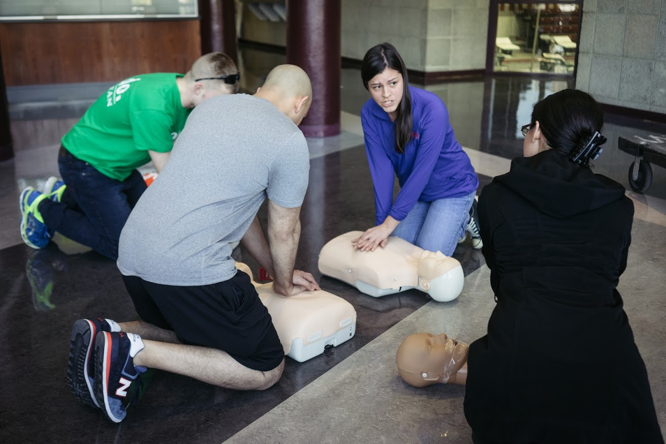 Medical students lead instruction in hands-only CPR training. (Photo by Jessica Nguyen)